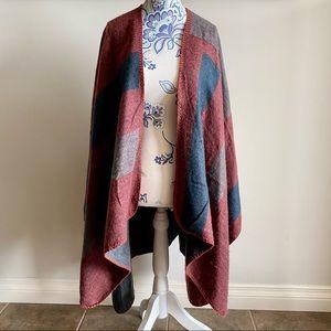 BB Dakota sweater/poncho